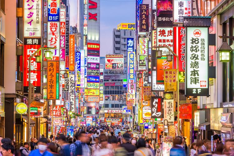 Japan-leuchtreklame-neon-shutterstock 635797538 in Japan: Wachstum löst Deflation ab
