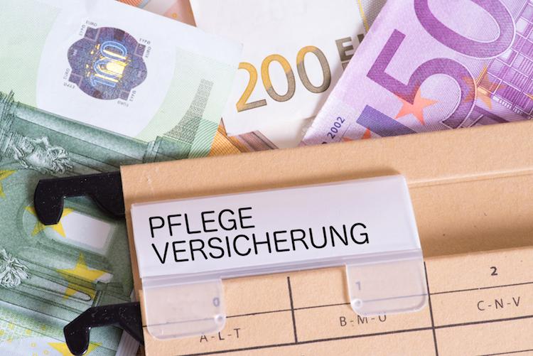 Shutterstock 1150830479 in Pflegegeld: Positivtrend setzt sich fort