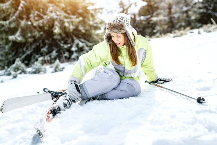 Shutterstock 1275888244 in DVAG: Richtig versichert Skifahren