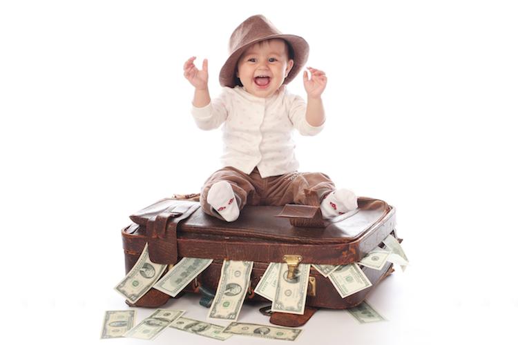 Sparen-geld-kind-baby-koffer-vorsorge-shutterstock in Sparen für Kinder: So gehts am besten