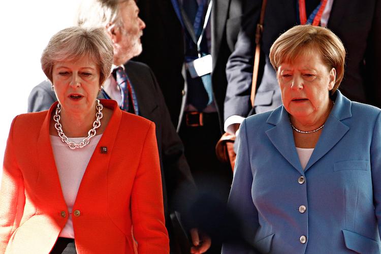 Theresa-may-angela-merkel-brexit-deutschland-europa-uk-gro Britannien-england-shutterstock 1184604484 in Was deutsche Unternehmen im Falle des harten Brexits erwarten