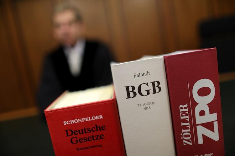 99046500 in Was den Deutschen Recht ist – und was nicht