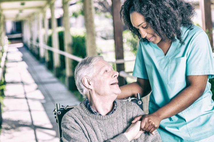 Pflegeheime: Offene Stellen und kein Geld für mehr Leute