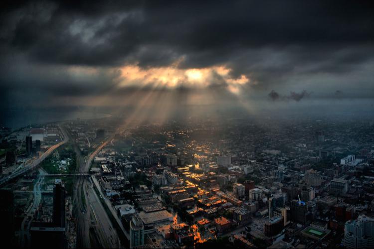 Assekuranz: Dunkle Wolken am Stimmungshimmel