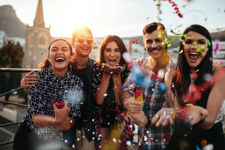 Shutterstock 565003417 in Fasching, Fastnacht, Karneval: Unfallschutz bei Firmenfeiern