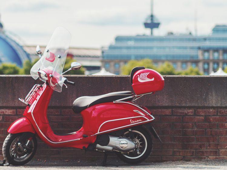 Daniel-von-appen-266183-unsplash-e1552371565641 in Fahren ohne gültiges Kennzeichen: Für Rollerfahrer wirds teuer