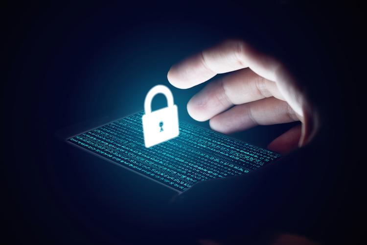 Cyber-hacker-hacken-datenschutz-internet-shutterstock 599391605 in Investitionschance Cyberkriminalität