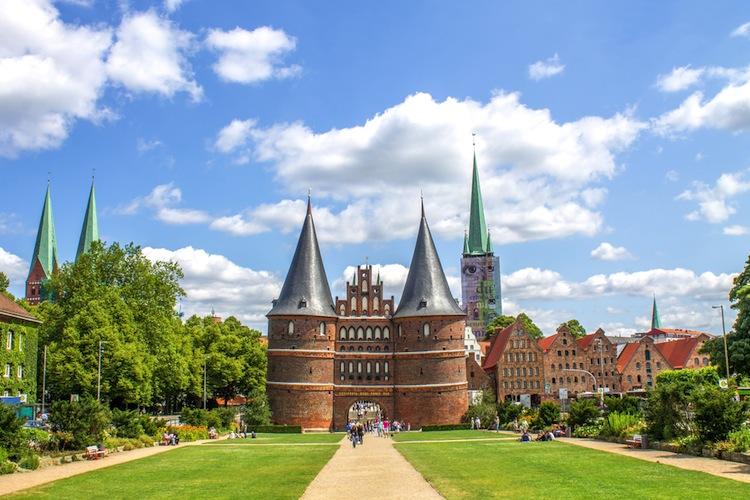 Shutterstock 383171275 in Streit mit Berliner Senat: Hypoport verlegt Konzernsitz nach Lübeck