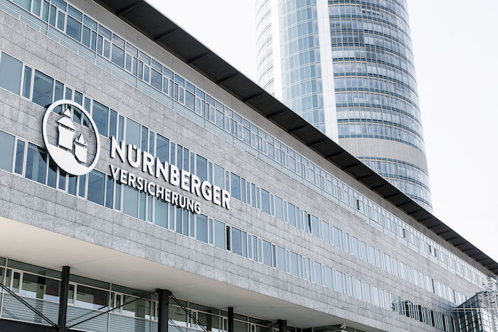 Fassade-unternehmenszentrale in Nürnberger: Auch im 27. Jahr mit stabiler Dividende