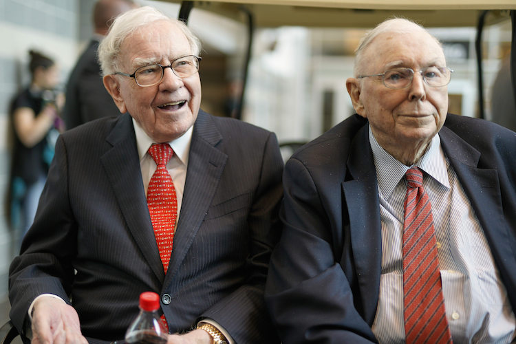 Berkshire Hathaway Chairman and CEO Warren Buffett, left, and Vice Chairman Charlie Munger, briefly chat with reporters Friday, May 3, 2019, one day before Berkshire Hathaway's annual shareholders meeting. An estimated 40,000 people are expected in town for the event, where Buffett and Munger preside over the meeting and spend hours answering questions. (AP Photo/Nati Harnik) |
