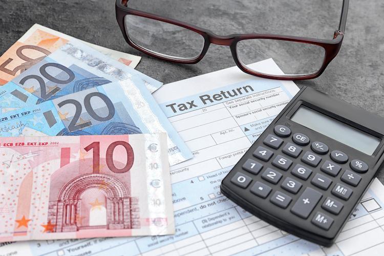 Shutterstock 617028167 in Versicherungspolicen: Wo es Steuern zurückgibt