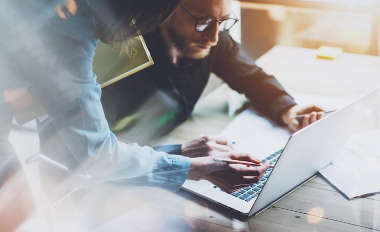 Shutterstock 394279114 in Studie: Stehen traditionelle Geschäftsmodelle der Finanzdienstleister und Versicherungsunternehmen vor dem Aus?