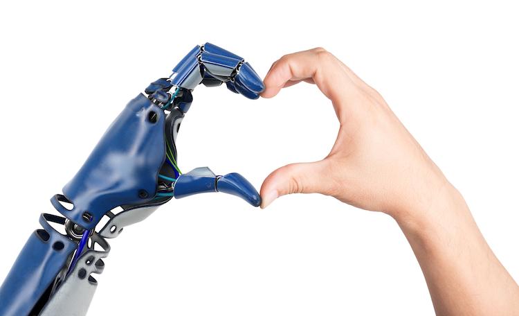 Shutterstock 701351869 in Generation Babyboomer stellt sich auf Pflege durch Roboter ein