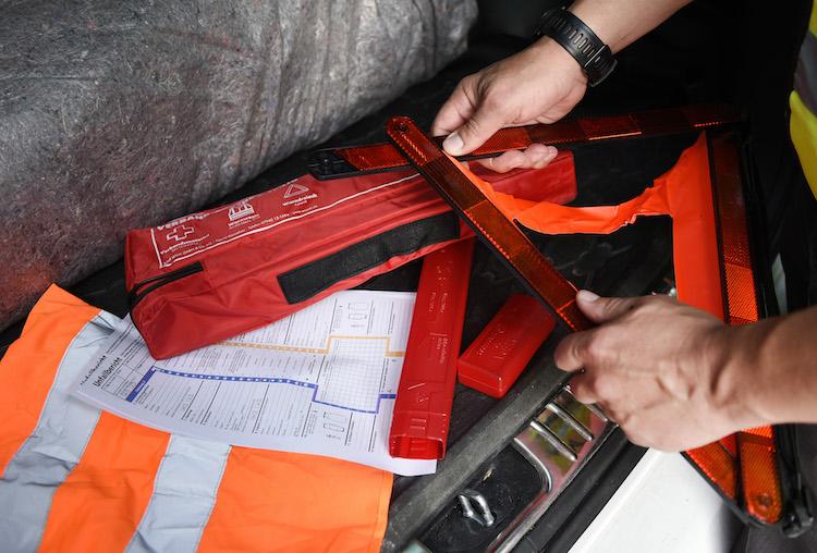 Unfallsicherung in Unfall: Wie Fahrer richtig reagieren