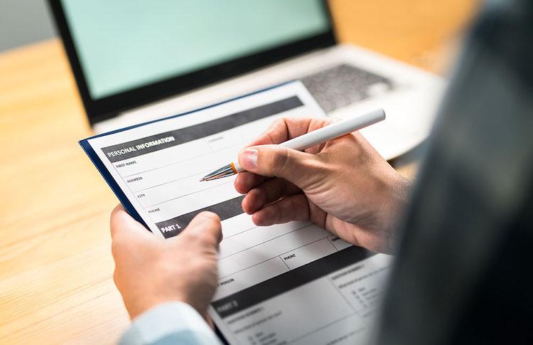 Shutterstock 1145205020 in Umfrage: Es wird häufig über die Gründe des Vermittlersterbens gemutmaßt