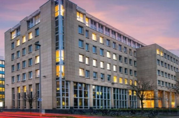 """Trinity Cologne-Kopie in AEW erwirbt Kölner Bürogebäude """"Trinity"""""""