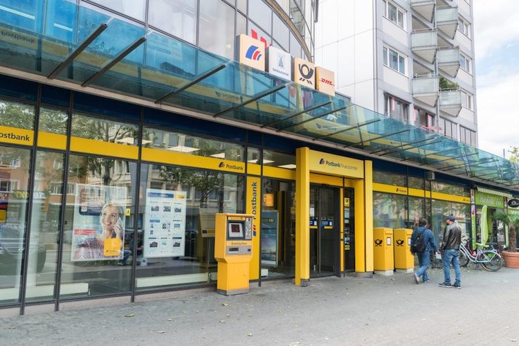 Shutterstock 1511159669 in Erneut Warnstreiks in Postbank-Filialen in Hamburg
