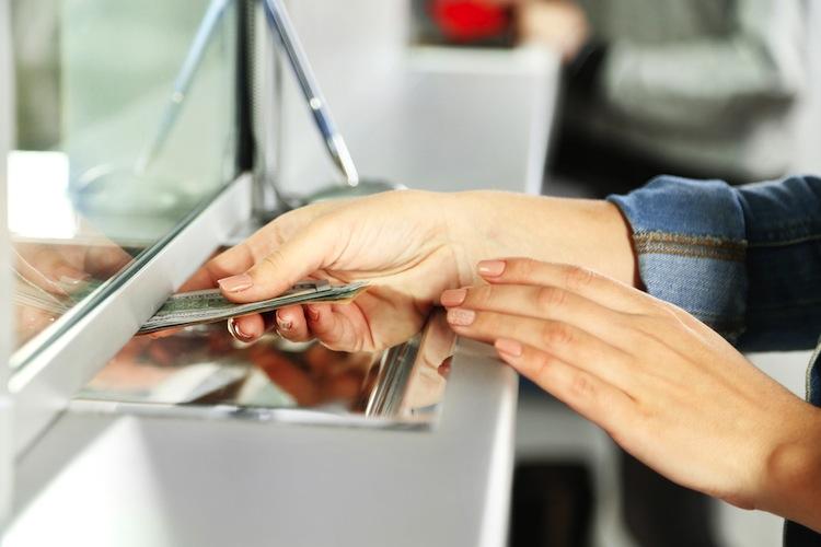 Shutterstock 254245552 in Nur wenige Banken erhöhen die Gebühren