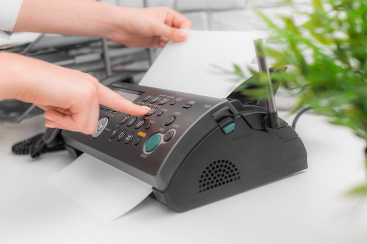 Shutterstock 310737053 in Kunden-Kommunikation: Fax verbreiteter als Social Media