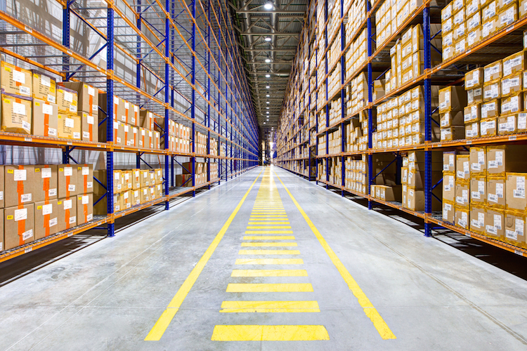 Shutterstock 400674121 in Weiterhin hohe Nachfrage nach Logistikflächen