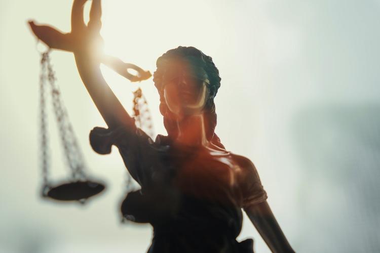 Shutterstock 602151149 in Roland: Die Wahrheit über die häufigsten Rechtsirrtümer