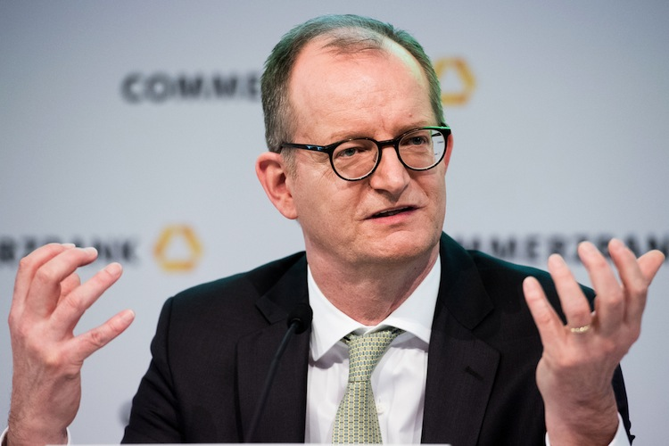 117265430 in Commerzbank kassiert Gewinnziel für 2019