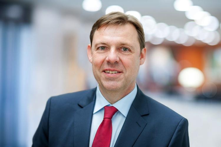 Breuer Wolfgang in Fusion zwischen Provinzial Nordwest und Provinzial Rheinland auf der Zielgeraden