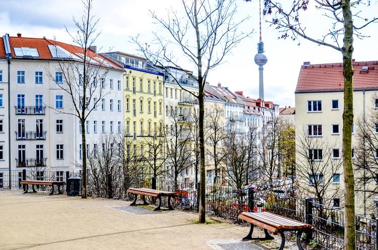Shutterstock 1007207608 in Mietendeckel hat Folgen über Berlin hinaus