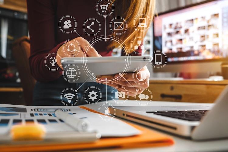 Shutterstock 1041718081 in 4 Mythen über den digitalen Kunden in der Assekuranz