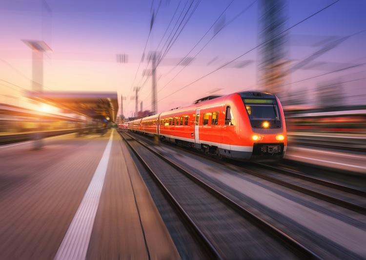 Shutterstock 1114071737 Zug in Speckgürtel oder nicht? Wo sich Pendeln für Immobilienkäufer lohnt