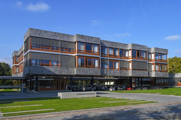 Shutterstock 1551397895 BVG in Neue Assekuranz Gewerkschaft scheitert mit Verfassungsbeschwerde