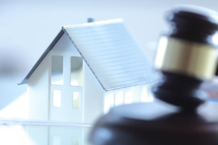 Shutterstock 252974695-1 in Witwe schenkt geerbtes Haus der Tochter – Steuerbefreiung weg