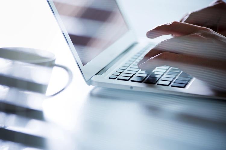 Shutterstock 304397558 in Verkauf von Versicherungen via Chatbot gestartet