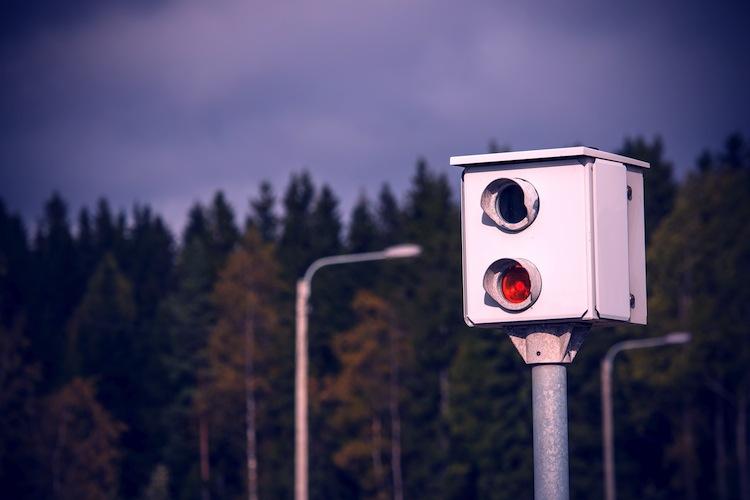 Shutterstock 318420755 in Blitzer-Urteil: Messungen von privaten Dienstleistern sind rechtswidrig
