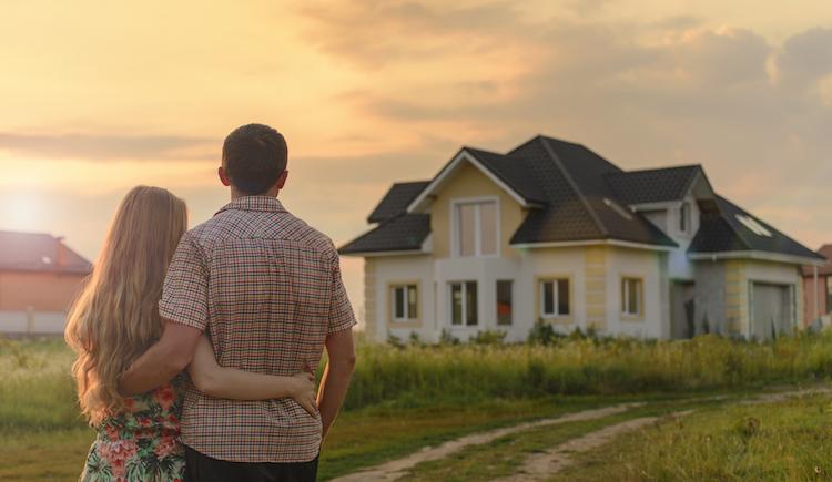 Shutterstock 692894296 in Besitz eines Eigenheims erhöht Dating-Chancen