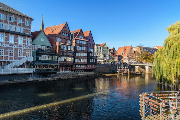 Shutterstock 1408909787 in Immobilien-Juwelen: Kleinere Universitätsstädte attraktiv für Investoren