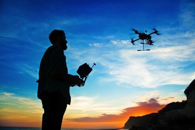 Shutterstock 317600432 Drohne in Drohne - Weihnachtsgeschenk zum Abheben