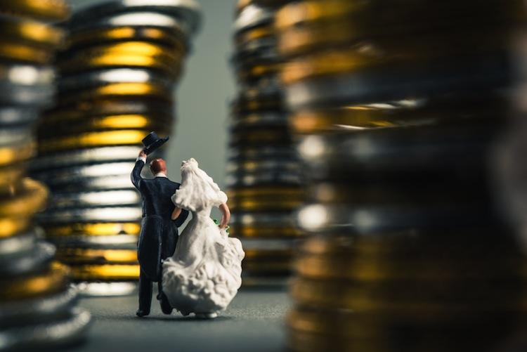 Shutterstock 439470409-hochzeit in Auf die Schnelle noch Steuern sparen –  vier Tipps, die Bares wert sein können