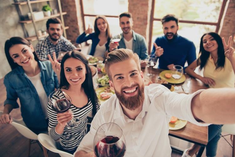 Shutterstock 650412304-Firmenfeier in Arbeitsunfall? Grenzen der Unfallversicherung auf Firmenfeiern