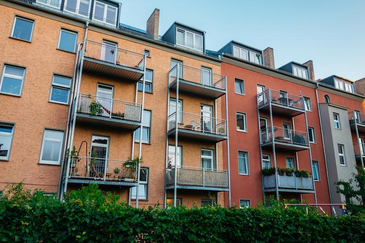 Shutterstock 705837637 in Deutsche Investment verkauft Wohnungspaket an ZBI