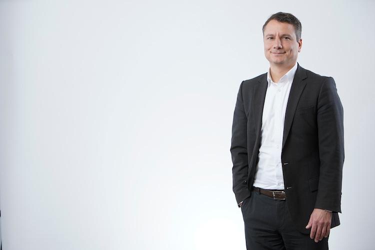 Armin-Molla Mailo in Versichert im Homeoffice: Was passiert, wenn der Firmenlaptop vom Küchentisch fällt?