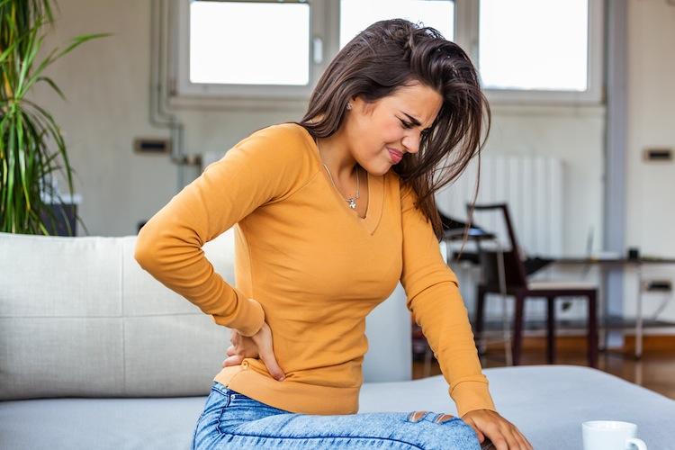 Ru Ckenschmerz Shutterstock 1525083410 in Jeder sechste AOK-Versicherte wegen Rückenschmerzen in Behandlung