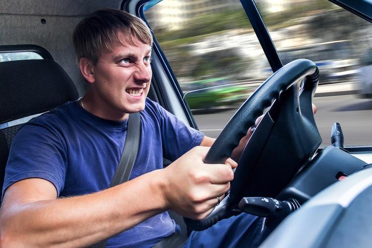 Shutterstock 112647893 in Verkehrsexperten fordern Punkte für aggressives Fahren