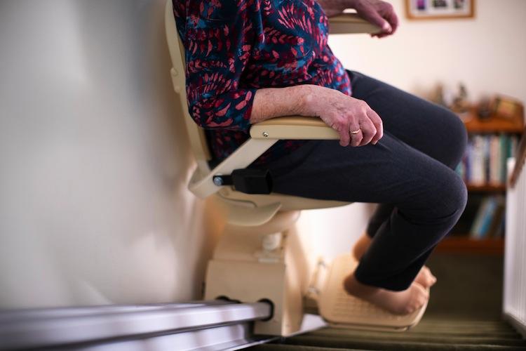 Shutterstock 1272145480 Treppenlift in Private Pflegeversicherung muss Treppenlift nicht bezahlen
