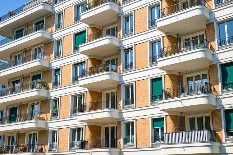 Shutterstock 1591681321 in So teuer sind Eigentumswohnungen geworden