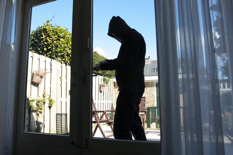 Einbruch Shutterstock 794696251 in GDV: Zahl der Wohnungseinbrüche sinkt - Schäden auf Höchstniveau