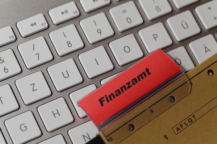 Finanzamt Shutterstock 1588010770 in Coronakrise: Finanzämter stunden ab sofort Steuern