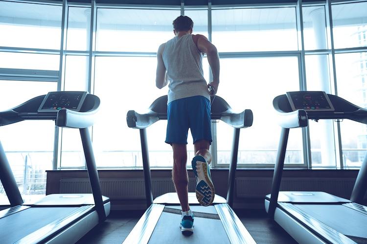 Fitness Shutterstock 390237073 in So bleibt Mann gesund
