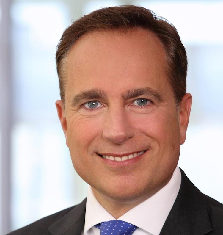 Lagrange Dr Sven Helmer in Fast eine halbe Milliarde Euro für institutionelle Fonds vermittelt