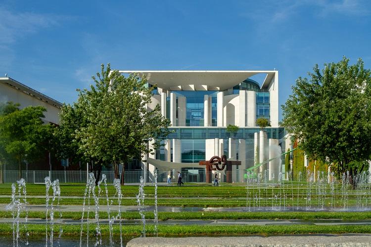 Shutterstock 1386061880 in Kabinett beschließt Bafin-Aufsicht über freie Vermittler